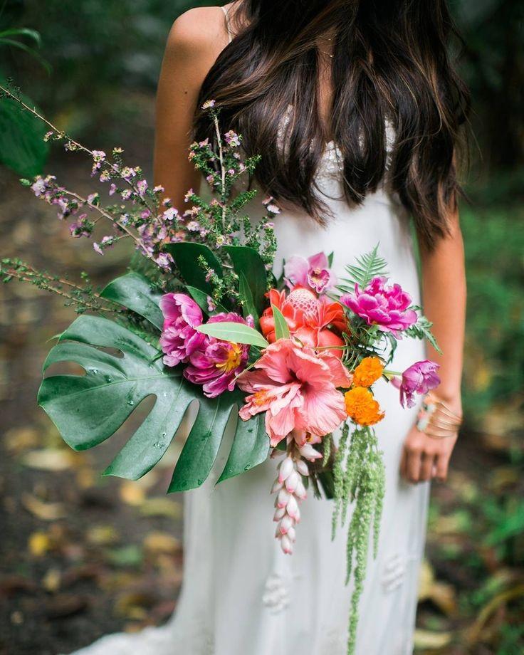 Tropical Hawaiian wedding bouquet. #hawaii #weddings