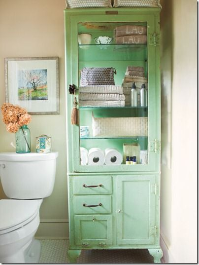 Bathroom Storage-Paint linen closet. I would love this for someday when I have big bathrooms in my house!