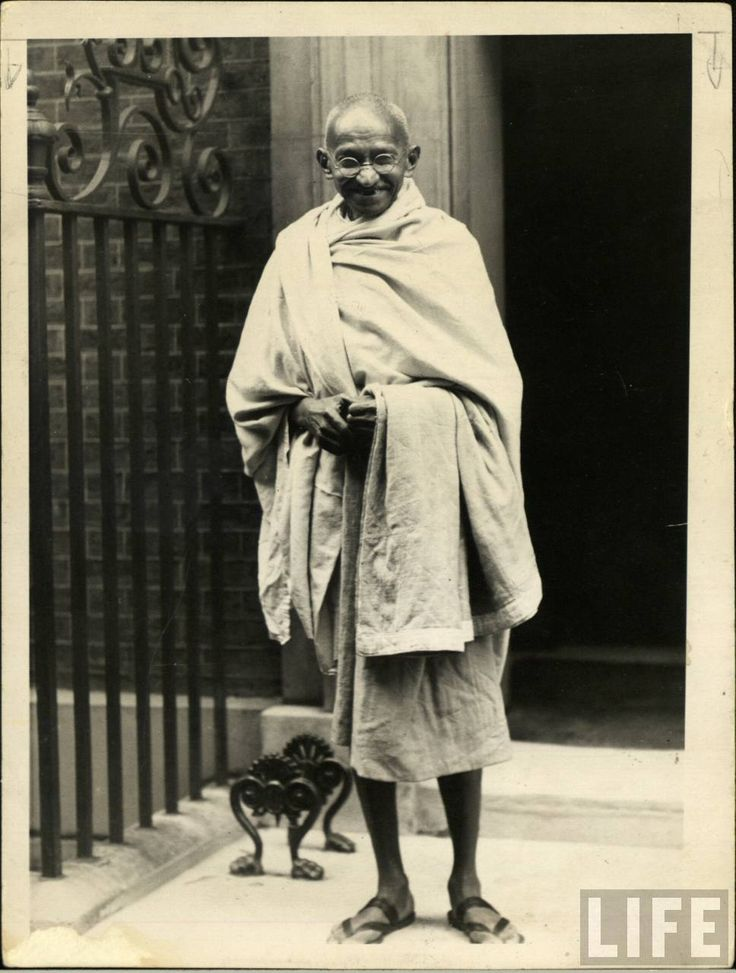 """""""It is easier to go down a hill than up it, but the view is much better at the top.""""History, Photos, Mohandas Karamchand, Mahatma Gandhi, Karamchand Gandhi, London, Admire, Inspiration Quotes, Inspiration People"""