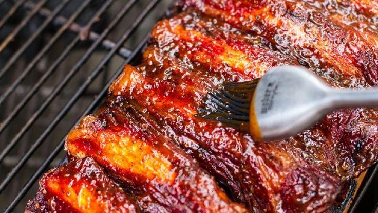 La salsa barbecue per le costolette alla griglia, ricetta americana http://winedharma.com/it/dharmag/luglio-2014/come-preparare-la-salsa-bbq-le-costolette-ricetta-americana