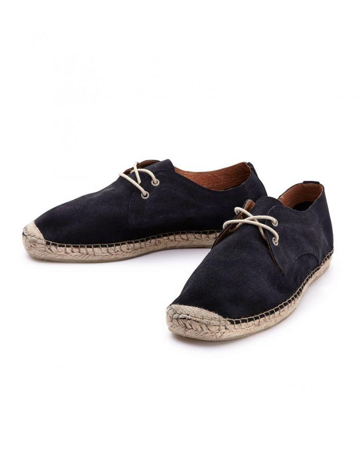 Petite paire d' #espadrilles pour homme de la marque danoise #selected, indispensable du #vestiairemasculin #été http://www.letagehomme.com/espadrilles-daim-a-lacets-bleu-marine-espa.html