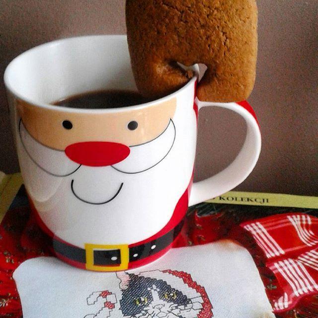 Przyszedł Mikołaj i przyniósł prezenty...Teraz my musimy je porozdawać...Miłego mikołajkowego dnia IG. #mikołajki #prezenty #kawa #ciasteczko #6grudnia #dzieńdobry #haftkrzyżykowy #santa #santa🎅 #6december #coffeetime #mugnoel #mug #cockie #crosstich #добрыйдень #дедмороз #чашка #кофе