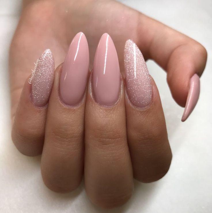 ManiQ Pink 106 & SlickPour Flash N Burn💎-Nägel von Nath Cohen auf schönen @emmelinecohen #nails #glitter #youngnails