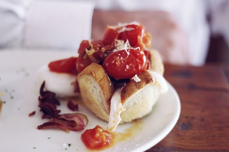 Food inspiration, delicious toast baskets filled with bacon, egg and tomatoe | The Nicest breakfast in Joburg | http://shesaid.co.za