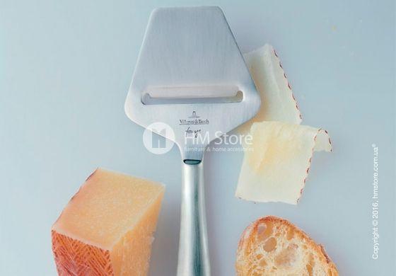 Нож-слайсер из коллекции Kensington fromage нарежет сыр тонкими полосками. С этим предметом больше не нужно прикладывать усилия, чтобы нарезать твердый сыр одинаковыми ломтиками. Бренд Villeroy & Boch позаботился о том, чтобы заменить большие промышленные машины – одним небольшим, а главное удобным изделием. С Kensington fromage сырная нарезка будет выглядеть идеально!