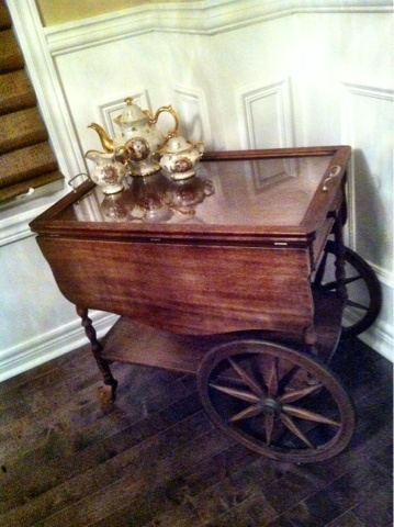 This is how I want to redo my great grandmothers tea cart :)