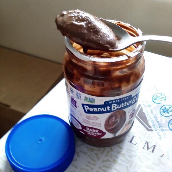 زبدة فول سوداني ممزوجة مع الشوكولاتة الداكنة من اي هيرب Nutella Food Nutella Bottle