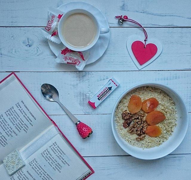 Доброе утро!  Пусть мой сегодняшний пп завтрак (конфеты для композиции добавила) будет для фото марафона #mamswithcameras #momswithcameras #whitebymwc #rainbowmwc @mamswithcameras @teplo.i.uyt