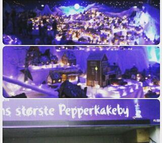 Jula er ikke helt det samme uten et besøk i  Pepperkake-byen!! Om 25 år er kanskje Mandals like stor?