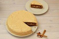 Een heerlijke herfsttaart: pompoentaart met roomkaas frosting. Zachte cake met romige roomkaas frosting. Low FODMAP, glutenvrij en lactosevrij.