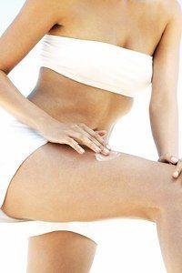 Wenn die Haut trotz Cremen und Reinigen nicht so ist, ist es Zeit für ein Peeling. Die Dermatologin Dr. Eva Steinbrecher gibt Tipps.