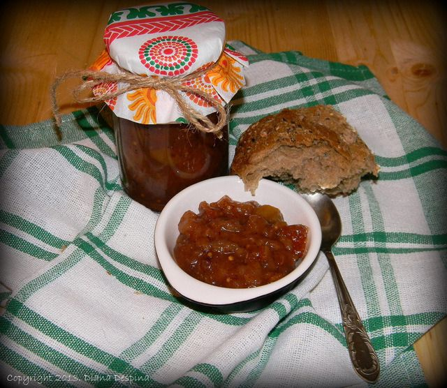 Pear chutney with spices