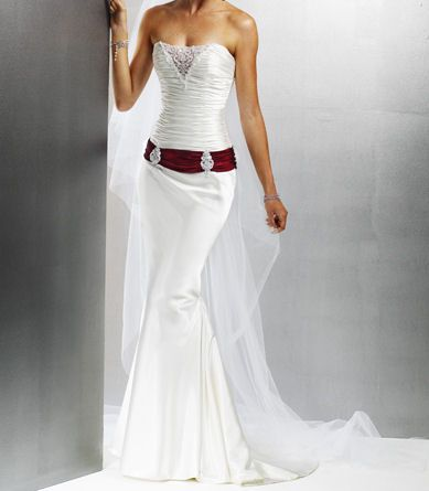 Attractive and very feminine wedding dress tailor-made ​​to measure...