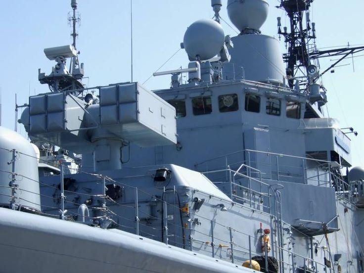 f 208 fgs niedersachsen type 122 bremen class frigate mk 29 missile launcher rim-7 nato sea sparrow sam