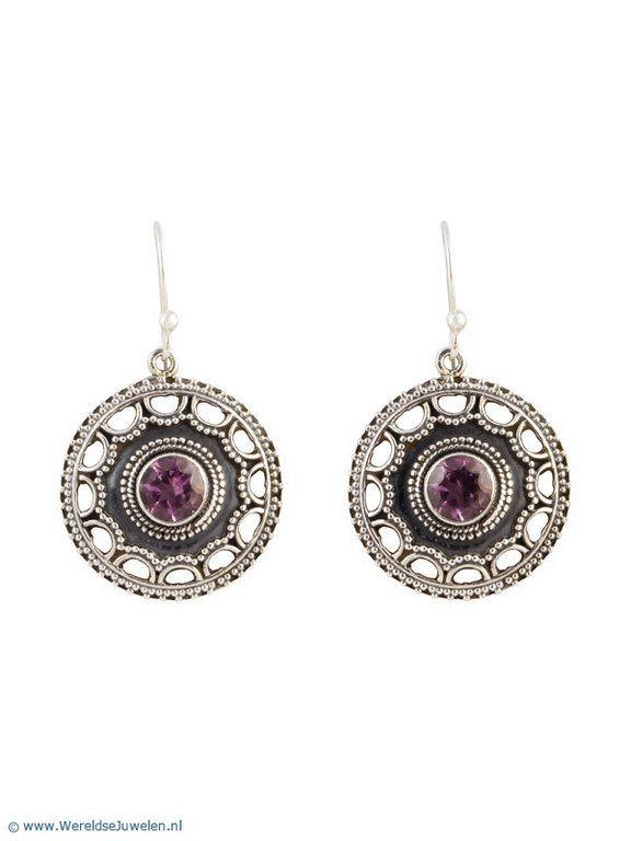 Zilveren Oorbellen - Zilveren oorbellen met amethist uit India €29.95
