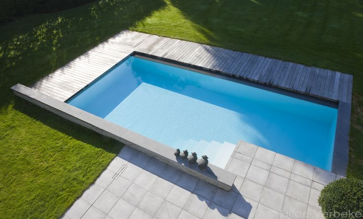 privé-zwembad met houten terras