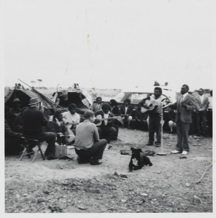 BA1340/ERA6/8D: Community singing in the tent city at Mt Margaret Community during the Convention and Warburton Range Crusade, 1982 (Click to Start Zoom)