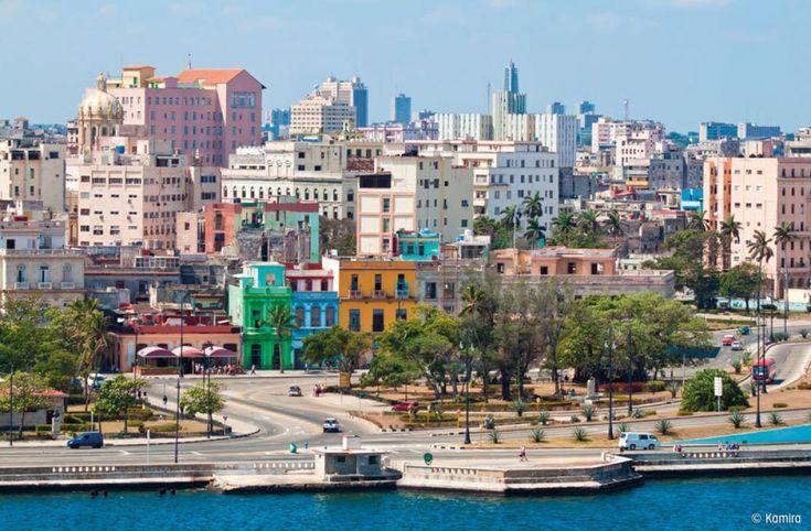 Agencias de viajes y revistas de lujo están alentando a los turistas a que viajen a Cuba antes de que cambie. Pero quienes quieran ir y ver a bailarines de salsa en la calle o a los carros de los 5…