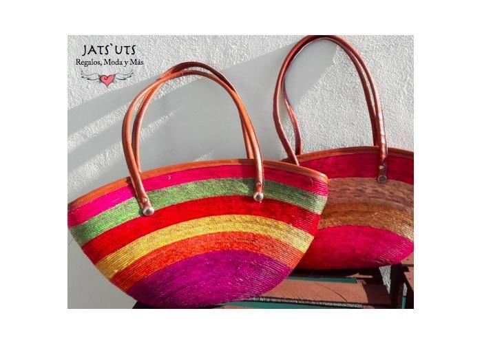 Hermosas Bolsas Artesanales de Palma, tejidas y decoradas a mano por nuestros artesanos.La artesanía de la palma es el arte de elaborar piezas, antiguamente de uso cotidiano, elaboradas con palma. Apoya a la artesania mexicana