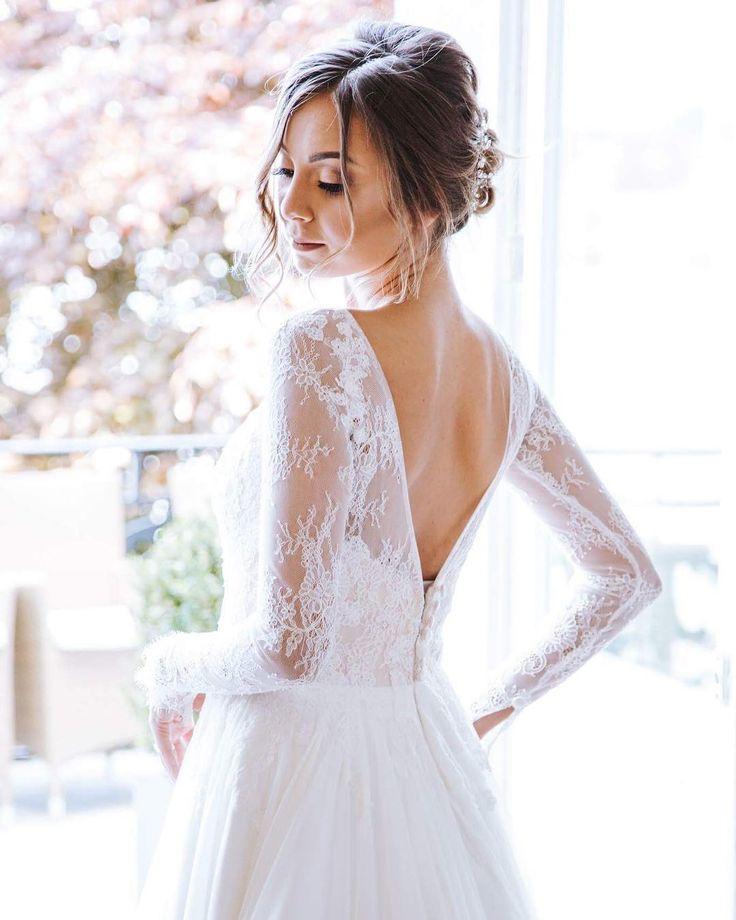 �� WEDDING �� . B.E.A.U.T.Y So elegant die hübsche Berrin.ein Brautkleid anzuhaben ist wirklich ein ganz besonderes Gefühl. . LEBENDIGE��NATÜRLICHE��EDLE �� HOCHZEITSBILDER  #weddingdress  #instawedding  #weddingphotography #gettingready #weddingdress #weddingdetails #weddingjewellery #jwwedding #jwphotographer #bride #vintage #detaillove #weddinginspiration  #weddingshoes #trauzeugin #vintagewedding #boho #hairstyle #weddinghairstyle #hochzeitsfotograf #blonde #weddingshooting #endlesslove…