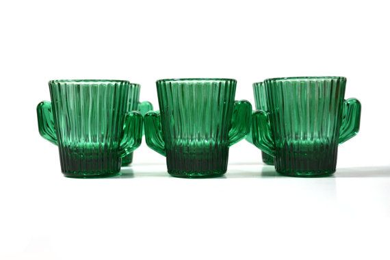 Beautiful collectible green cactus shot glasses. This is a set of 6 Libbey green cactus shot glasses. D E T A I L S:  *Measures: 2.5 Tall X 2 Wide