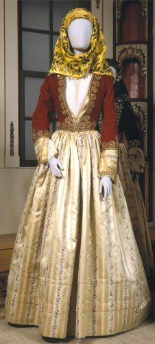 Φόρεμα Ύδρας (οικογένειας Βούλγαρη,άνηκεν στη σύζυγο του Δημητρίου Βούλγαρη Τζουμπέ 1802-1877) - Benaki.gr