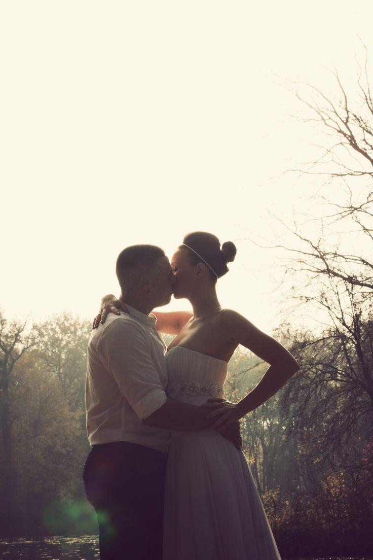 autumn wedding photo couple in sunlight Anna Pawlewska Photography  https://www.facebook.com/annafotografuje