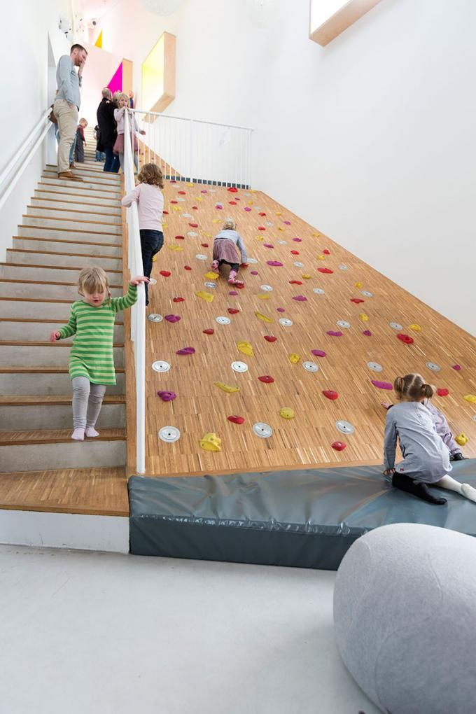 Escaleras.Children's Culture House ama'r por Dorte Mandrup Arkitekter…