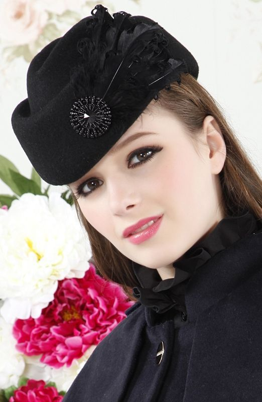 Retro Style Feather Design Pure Color Beret For Women