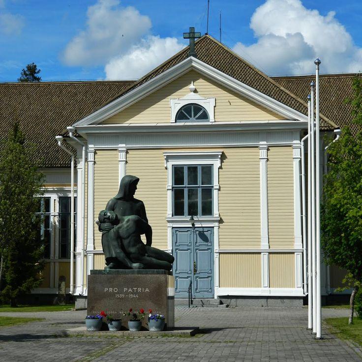 Jalasjärven kirkko ja sotamuistomerkki Pro Patria 1939 - 1944