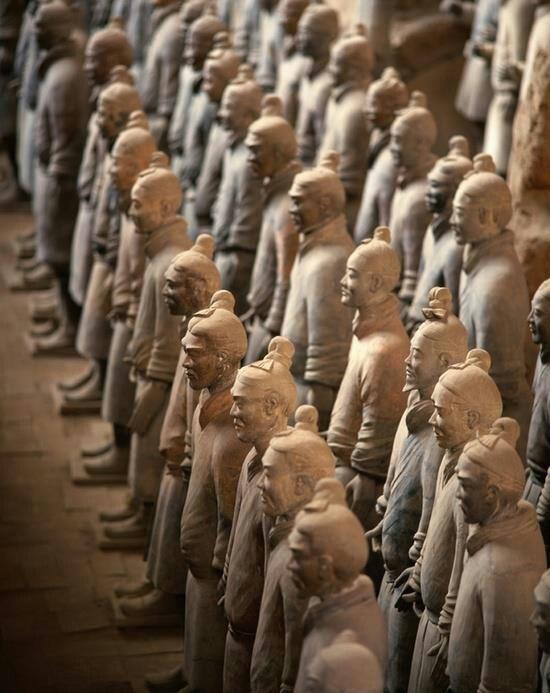 Guerreros de terracota dentro del Mausoleo de Qin Shi Huang