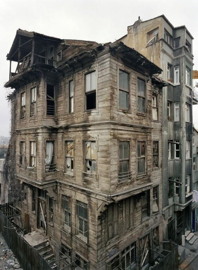 Abandoned Mansion. Wow!