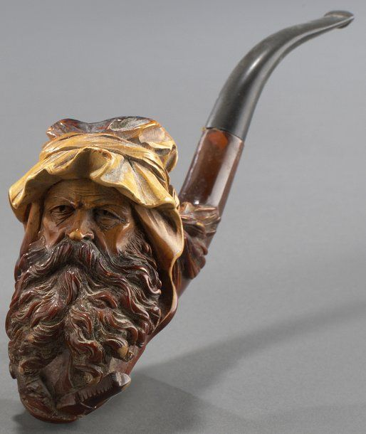 Pipe courbe en écume sculptée d'une tête de Cheik arabe enturbannée, tuyau en composition (rapporté). XIXe siècle. - Piasa - 18/09/2009