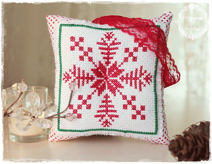 Amigurumi Aşkına: Kartanesi İşlemeli Dekoratif Yastık Cross Stitch Snowflakes