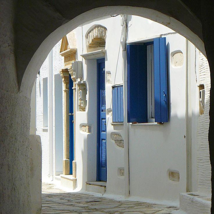 Tinos island (Τήνος)❤️. Amazing white & Blue into the traditional Cycladic alley at Pyrgos village .