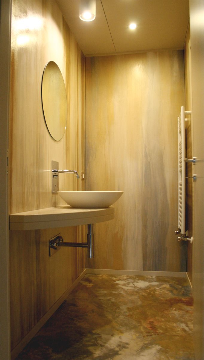 Bagno in resina decorata rame oro e argento in polvere - Resina pareti bagno ...