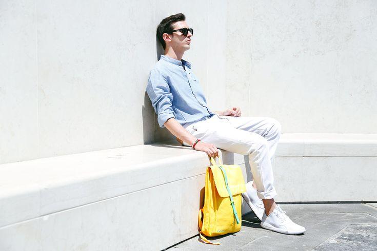 Dettagli che contano, definiscono lo stile di chi li indossa, danno un tocco di colore ad ogni outifit. Ecco perché il Web influencer Travel e Style Blogger Roberto De Rosa ha scelto la Natwee Bag Yellow: per illuminare il suo look semplice e casual con il colore dell'estate e portare con sé tutto ciò che gli occorre senza rinunciare allo stile.  Leggi l'articolo sul suo blog cliccando qui http://www.robertoderosa.com/il-mio-nuovo-zaino-fluo/