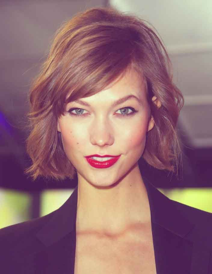 This cut perfectly complements her face structure, it looks great on her.