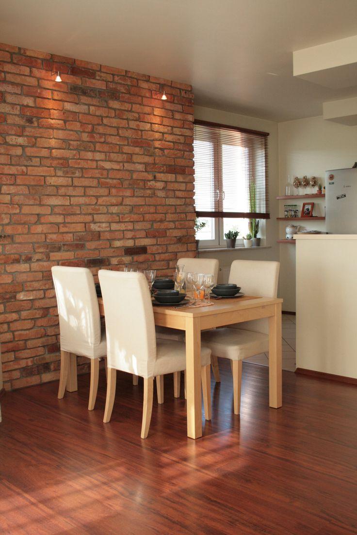 Aranżacja salonu (ściana z cegły rozbiórkowej).