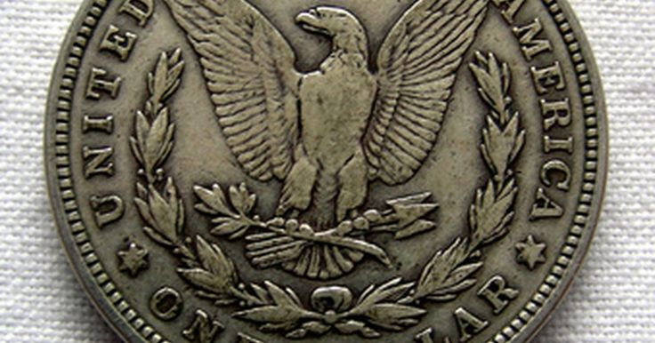 Cómo identificar una moneda de un dólar Morgan de 1890. Los dólares Morgan de plata, monedas grandes compuestas de una mezcla de 90 por ciento de plata y 10 por ciento de cobre, fueron acuñadas entre 1878 y 1904 y luego una última vez en 1921. Se pusieron en circulación más de diez millones de estas monedas en 1890, hechas con la plata encontrada en Comstock Lode, Nevada. Para tratar de identificar un ...