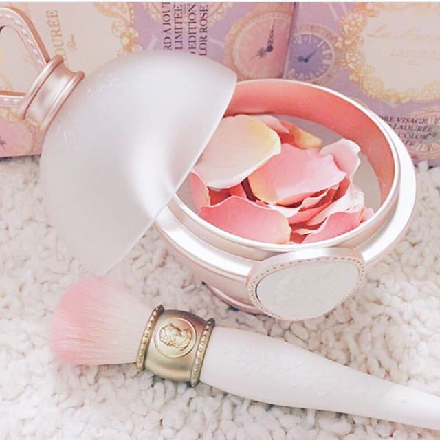 Les Merveilleuses De Laduree Petal Blush & Pot • Yes! That's right. A blush, in the shape of rose petals. • It's so cute, but you'll be spending $72 USD and up if you want to buy this beautiful, Japanese gem. And that's just the price for the petals! The pot (the round case) is somewhere near $65!! High-end!