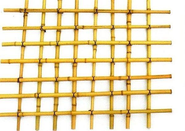 Hoy queremos acercaros un sencillo tutorial paso a paso para que sepáis cómo hacer un enrejado de bambú. Si tienes alguna planta trepadora en tu jardín o tienes planeado instalar alguna esta sencil…
