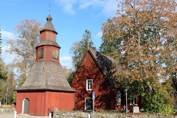 Sammatin kirkko Suomen vanhimpia ympärivuotisessa käytössä olevia puisia kirkkoja. Kirkko on rakennettu 1754–1755 Mickel Göranssonin johdolla. Kirkon vieressä oleva kellotapuli on rakennettu vuonna 1763.