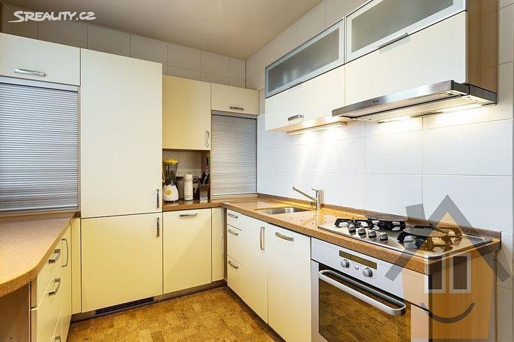 Rodinný dům 343 m² k prodeji Vlnitá, Praha 4 - Braník; 15700000 Kč, garáž, výtah, patrový, samostatný, cihlová stavba, ve velmi dobrém stavu.