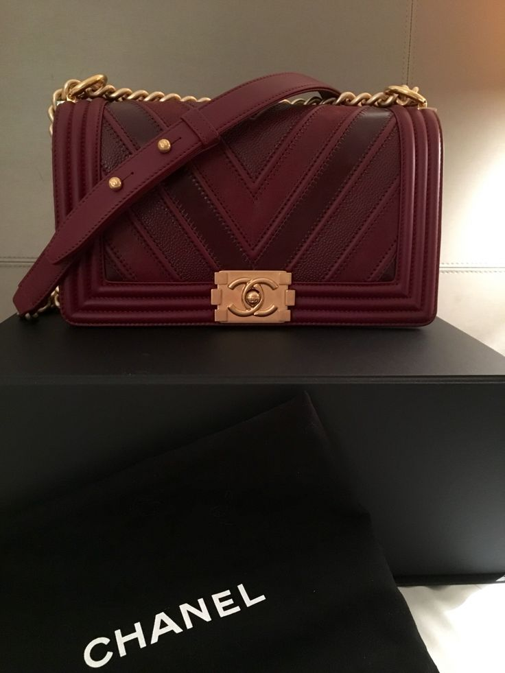 And also presenting the Chanel Spring Summer 2016 Classic And Boy Bag Collection of Act 2. Excited yet? So what can we expect? Here are the highlights… Chanel Medium Chevron Classic Flap Bag Style …
