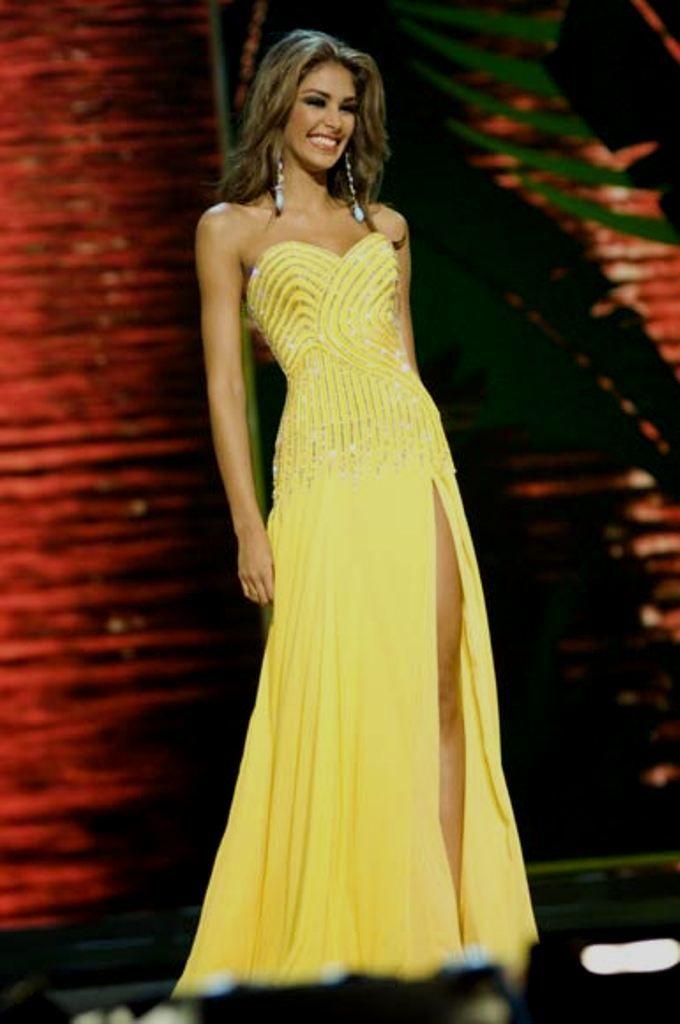 Dayana Mendoza Miss Venezuela en la Prueba en Traje de Gala, la Noche Final del Miss Universe 2008..