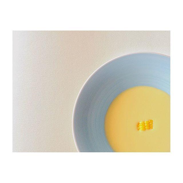 🌽🌽🌽 今年もダースで届いたとうもろこし。 夜は炊き込みゴハンで、今朝は冷製スープで😋  #朝食 #とうもろこし #冷製スープ