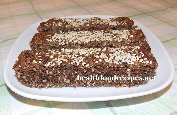 Healthy energy bars recipe with chocolate and quinoa