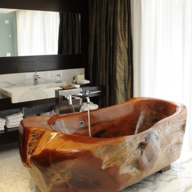 Wood bath tub