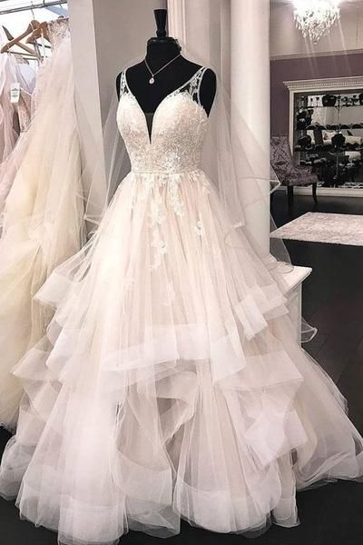 9e64ef6bc00 This wonderful wedding dress with horsehair trim is spectacular! With  gorgeous lace